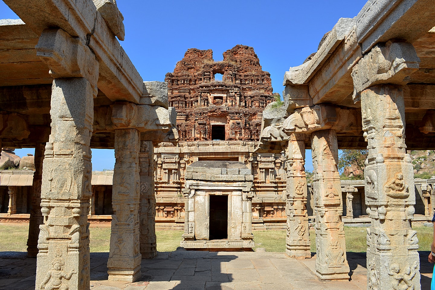 Temple Hampi India - Marine Larzilliere