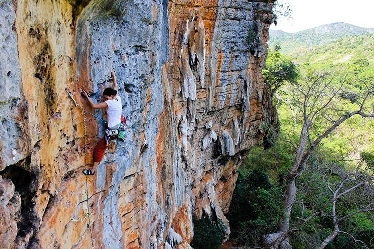 Escalade dans la Vallée des Perroquets à Madagascar