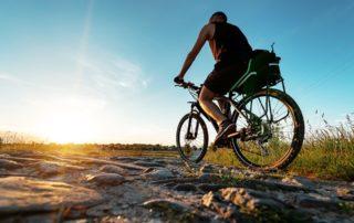 Quels sont les meilleurs accessoires pour voyager à vélo ?